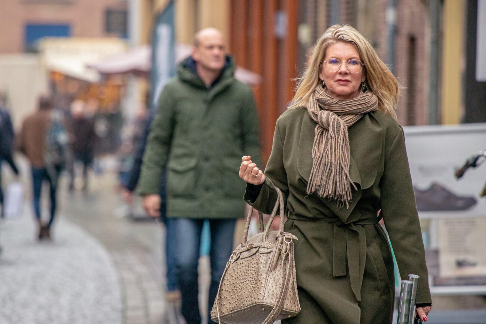 zuivelstraat winkelen winkelende mensen druk vrouw te shoppen winkelstraat december winter