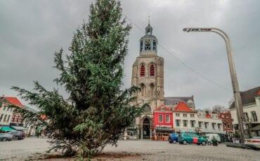 aanbiedingen bergen op zoom kerstboom bergen op zoom peperbus klok kerk kerkklok kerst kerstmis kerstversiering grote markt