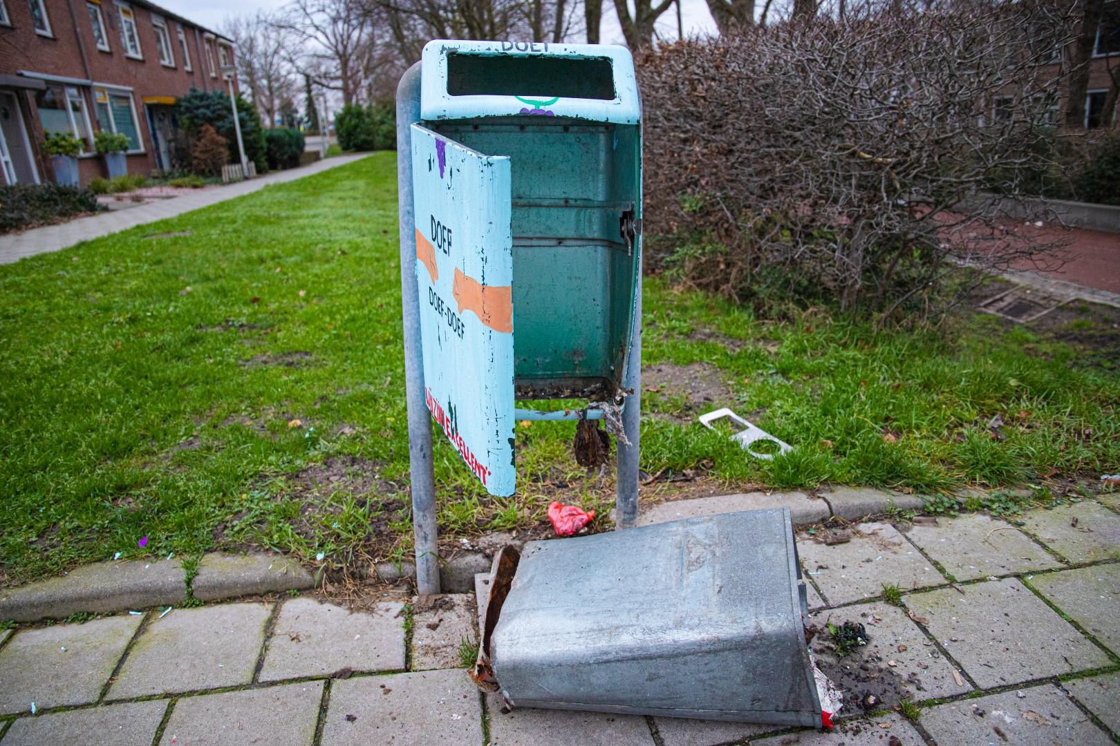 tuinderspad vuilnis vuilnisbak afval afvalbak vuurwerk jaarwisseling vandalisme schade ontploft
