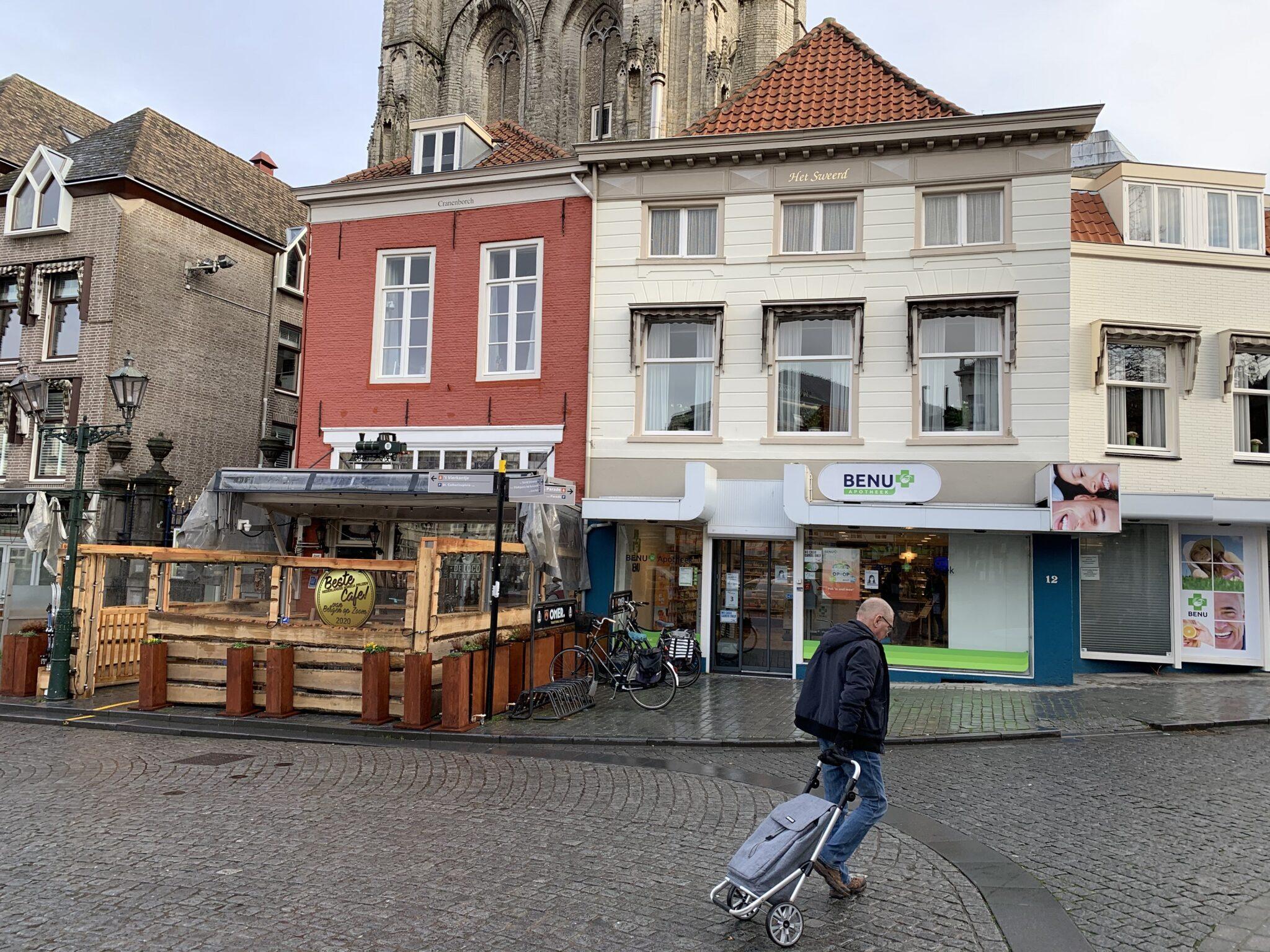 rolkoffer boodschappen doen rolkar trolley grote markt peperbus apotheek benu apotheek apotheken zorg medicijnen café loco locomotief locomotiefke