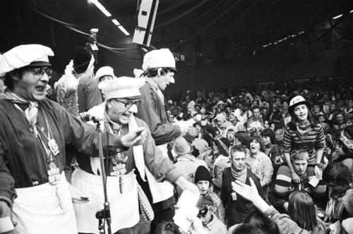 Bergen op Zoom: Carnaval, het Neuzenbal in neuzebal De Stoelemat, dat voor de 33e keer werd gehouden