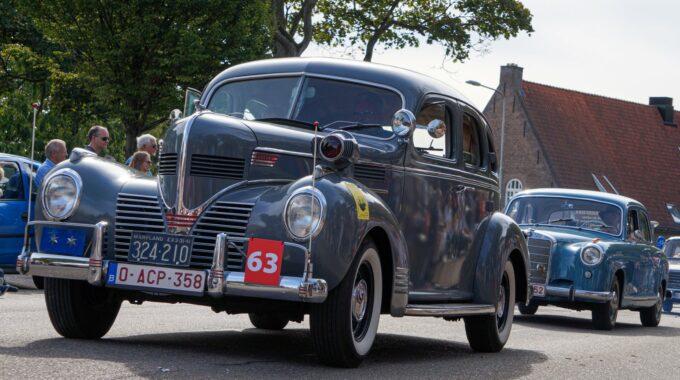 inwoners Bergen op Zoom autorijbewijs brabantstoet 2018 optocht oldtimer oldtimers inwoners Bergen op Zoom autorijbewijs auto oude auto's