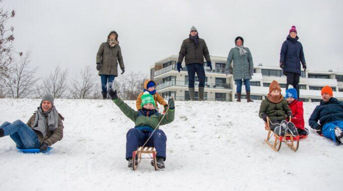 bergen op zoom sneeuw winter sneeuwen slee sleeen kinderen kind