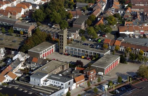 Bergen op Zoom: Luchtopname Westersingel met brandweerkazerne, Bruinevisstraat. Linksboven Lieve Vrouwestraat, Achter London. Linksonder Fabriekstraat. Rechtsboven Zuidmolenstraat, Koepelstraat, Johannesstraat. Rechtsonder Van Konijnenburgweg oude 2005