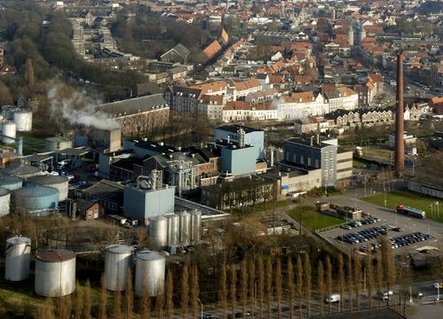 Bergen op Zoom: Luchtopname Koninklijke Nedalco bv (Spiritusfabriek), Wittoucksingel, Rijtuigweg, gezien naar  luchtfoto's Bergen op Zoom Noordzijde Haven, Zuidzijde Haven, Dubbelstraat enz. 2007