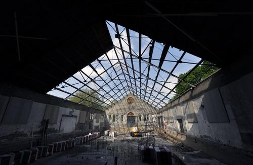 Bergen op Zoom: Verbouwing voormalige manege van de cavalerie (Blokstallen 4, gebouw T) van de Wilhelminakazerne tot Poppodium Gebouw-T, Wilhelminaveld 96 2010