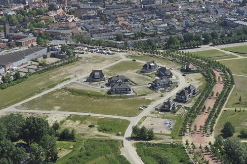 Bergen op Zoom: Luchtopname nieuwbouw Escarp, Saillant, Coupure, Redoute, Het Retranchement. Links oude-brandweerkazerne Westersingel en woonboulevard Van Konijnenburgweg, rechtsonder Kijk in de Pot 2010