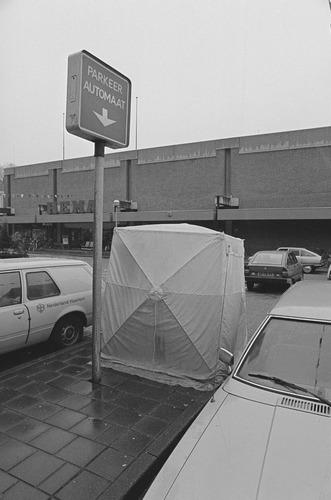 Bergen op Zoom: Werktentje op het St.Josephplein bij de Hema betaald parkeren
