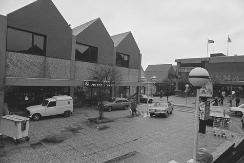 Bergen op Zoom: De Parade richting Koevoetstraat, na oplevering van de huizen