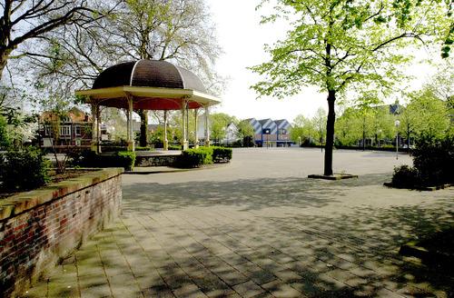 Bergen op Zoom: Thaliaplein parade paradeplaats stenen tuin