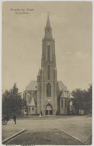 Bergen op Zoom: Bredasestraat; St. Josephkerk (1913) - 'de Joorenkerk' - gezien vanuit de Wassenaarstraat in noordelijke richting.