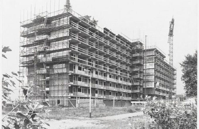 Bergen op Zoom: Borgvlietsedreef; het hoogste punt van de Scheldeflat in aanbouw. 1970