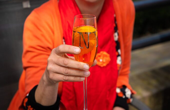 koningsdag 2021 kingsday woningsdag oranje 27 april vlag oranje bitter