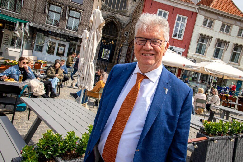 grote markt terras terrassen peperbus horeca bier drank burgemeester frank petter