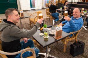 t slik schorre cafe terras terrassen horeca bier rene mens