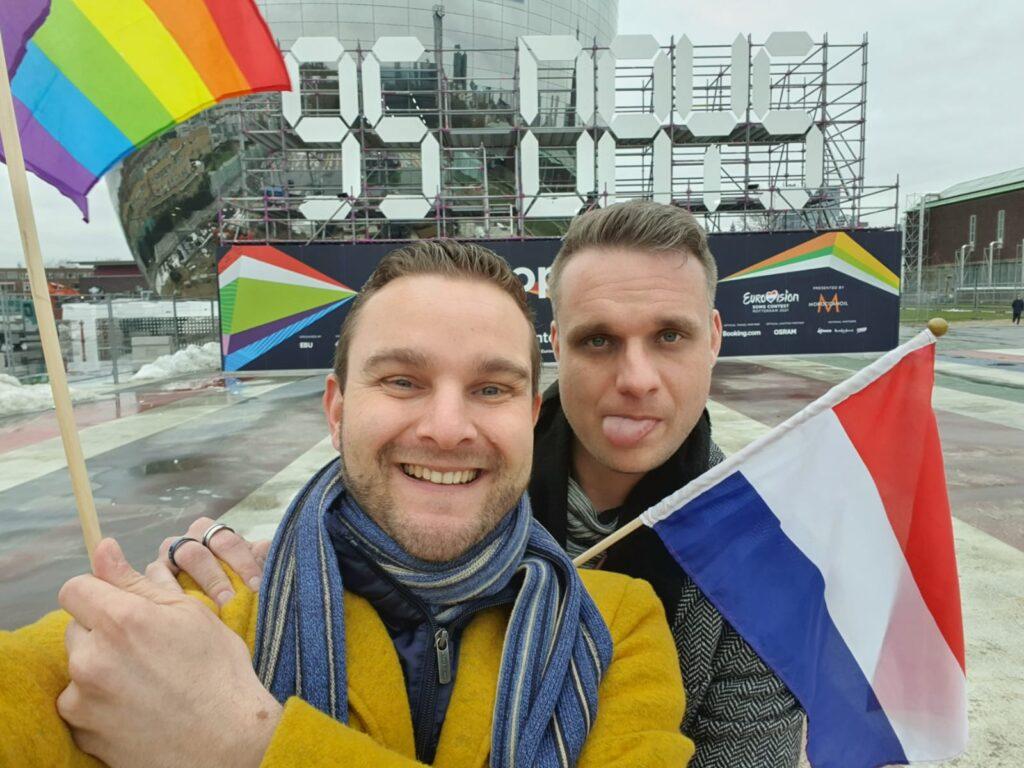 Rick Trommelen en zijn vriend bij het Songfestival