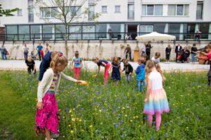 Opening park belvedere biodiversiteit bloemen natuur gras kinderen Opening park belvedere biodiversiteit bloemen natuur gras kinderen