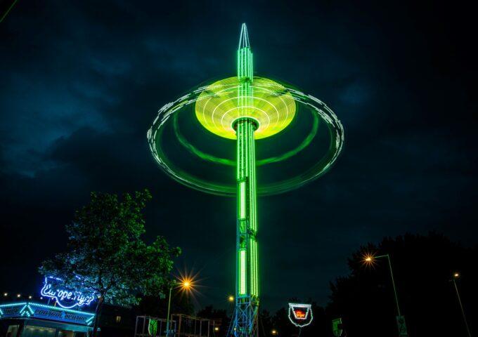 kermis boulevard attractie nacht avond licht