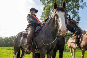 de borgerij demonstratie open monumentendag klederdracht kleding kanon LARP vroeger fort de roovere waterlinie paard