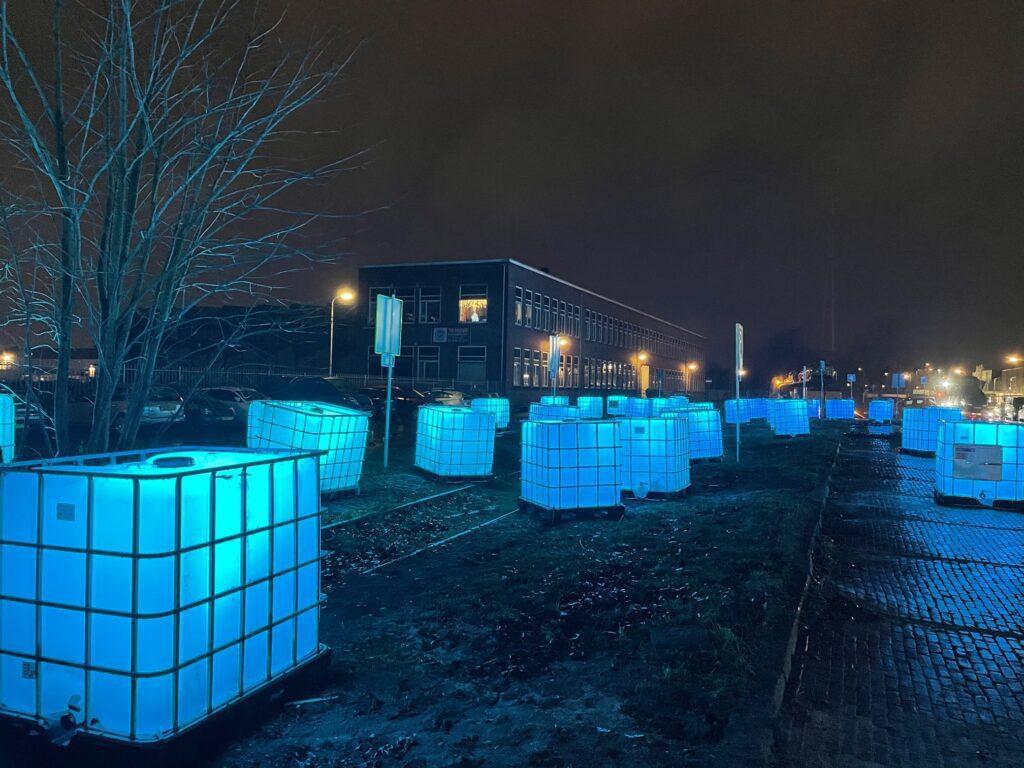 containers speelhuislaan lichtkunstwerk