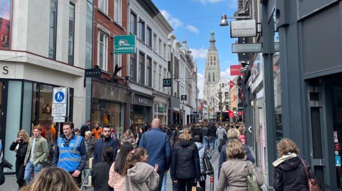 eindstraat grote kerk winkelend publiek