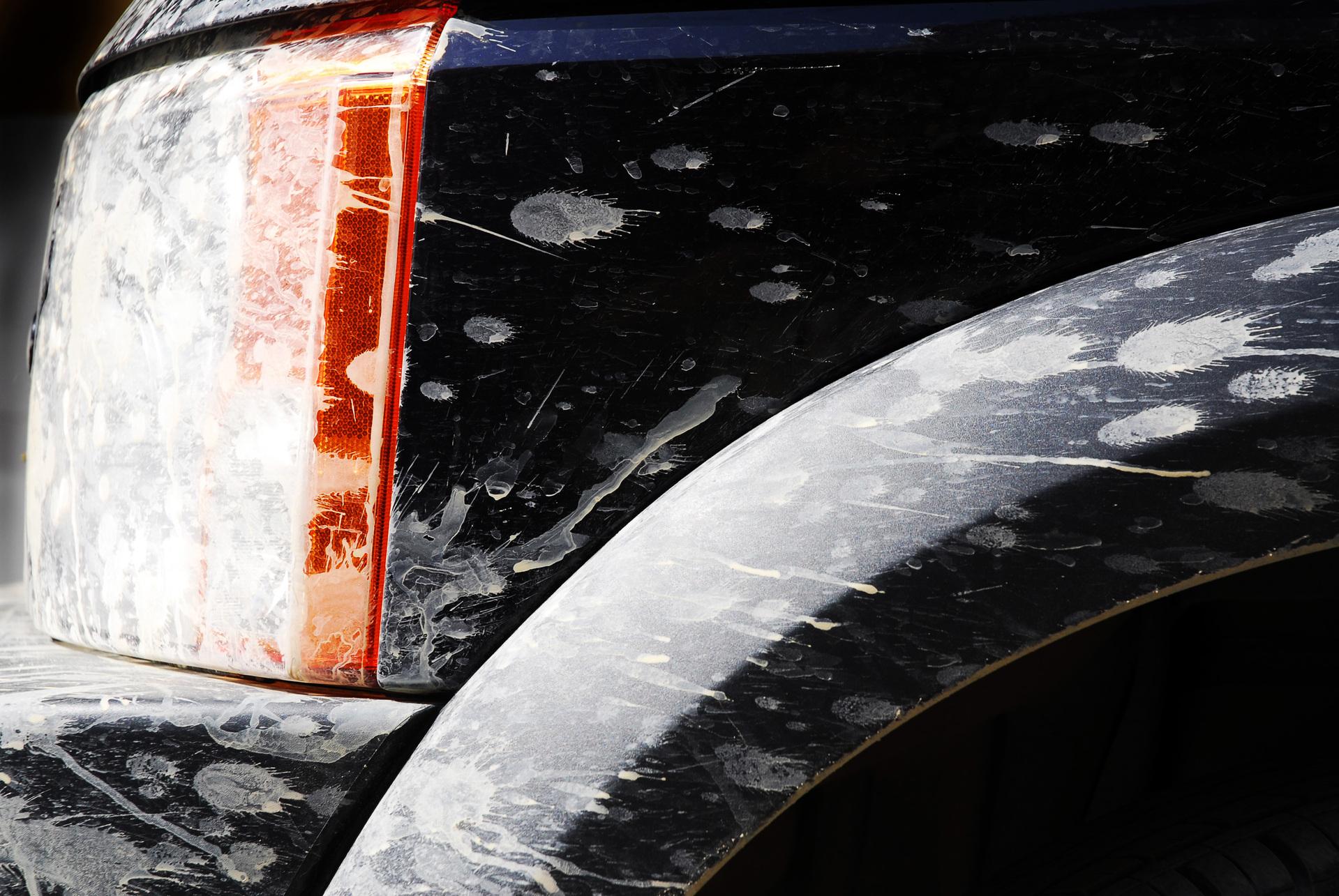 zwarte auto wasstraat
