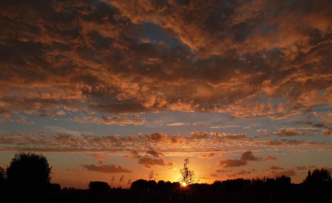 gieny-westra luchten zonsondergang