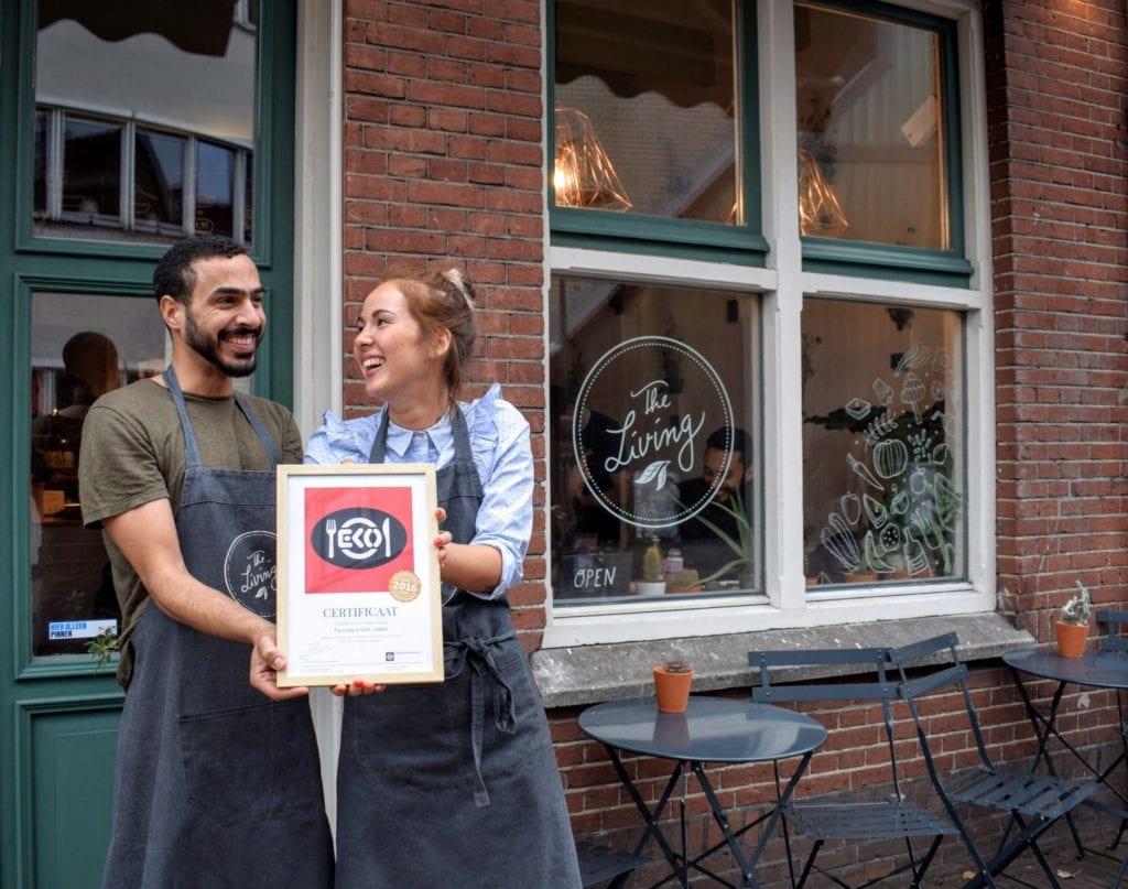 Bilal en Jorine met hun 100 % EKO-certificaat
