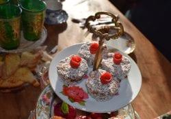 rode rozen en taartjes