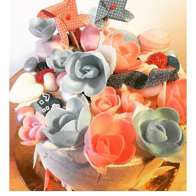 gendercake rode rozen en taartjes