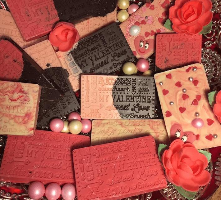 valentijn rode rozen en taartjes