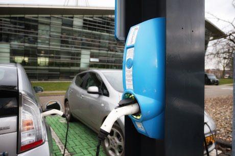 Oplaadpaal elektrische auto Delft wordt groen