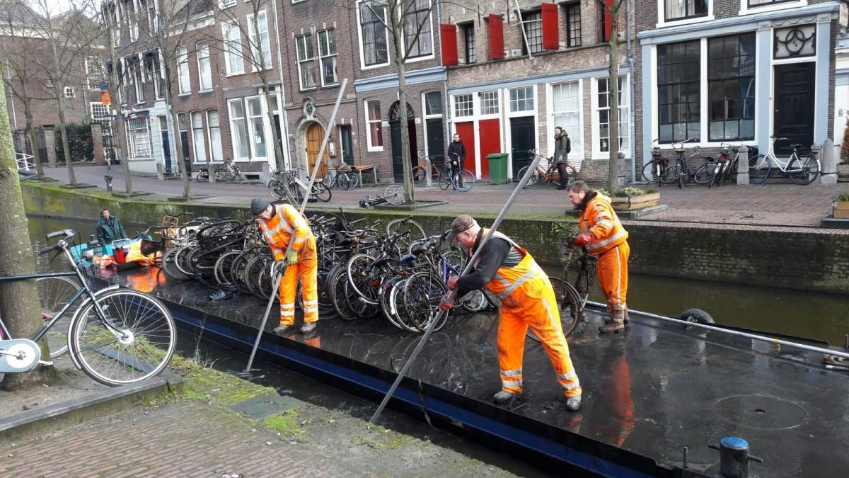 fietsen uit de gracht