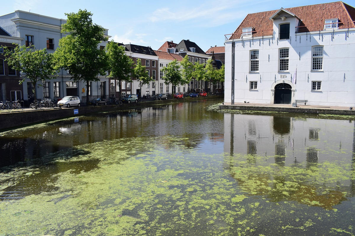 kroos in gracht oude legermuseum
