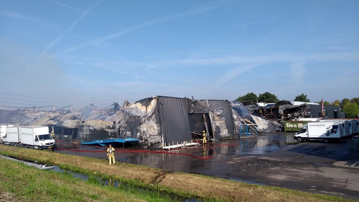 brand-verwoest-bedrijfspand-den-hoorn