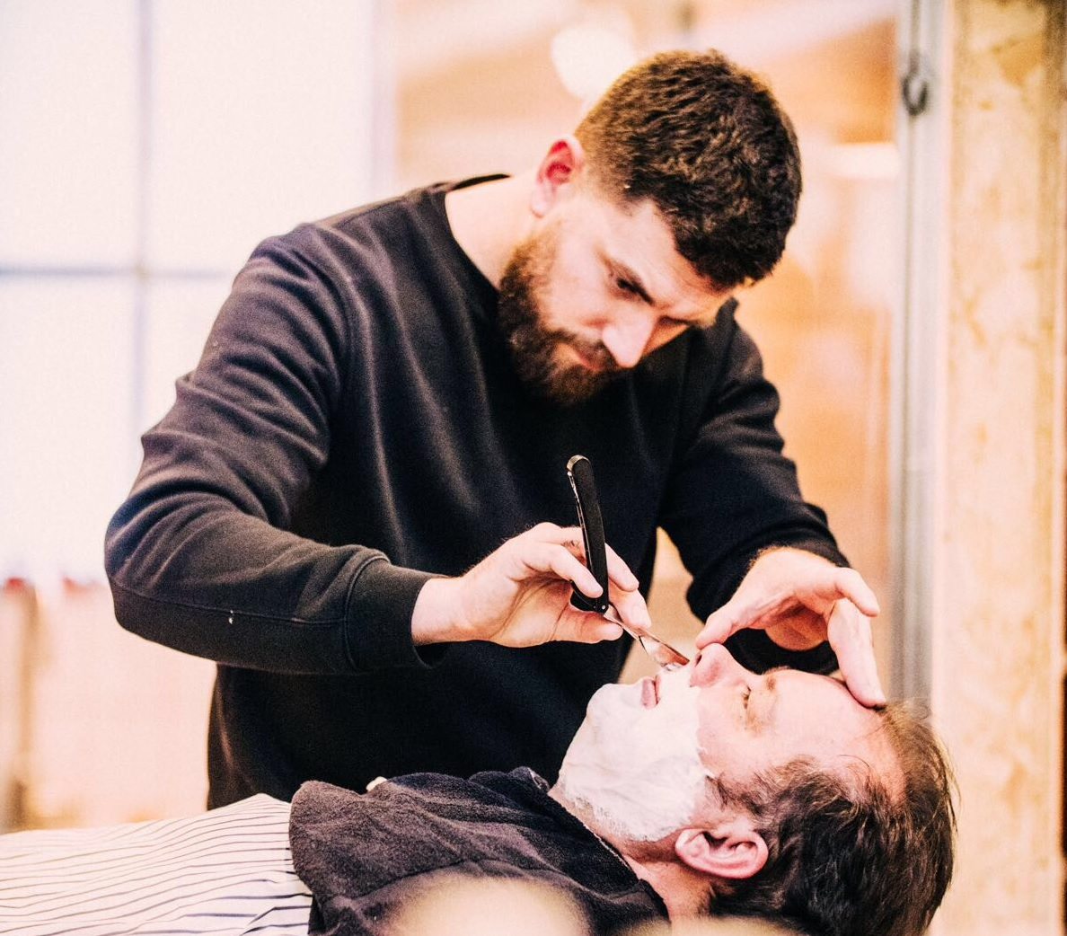 no hands barber