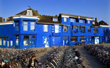 Blauwe huizen spoorzone