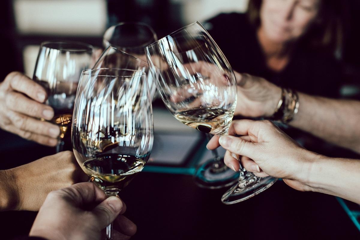 wijn-glas-diner-borrel