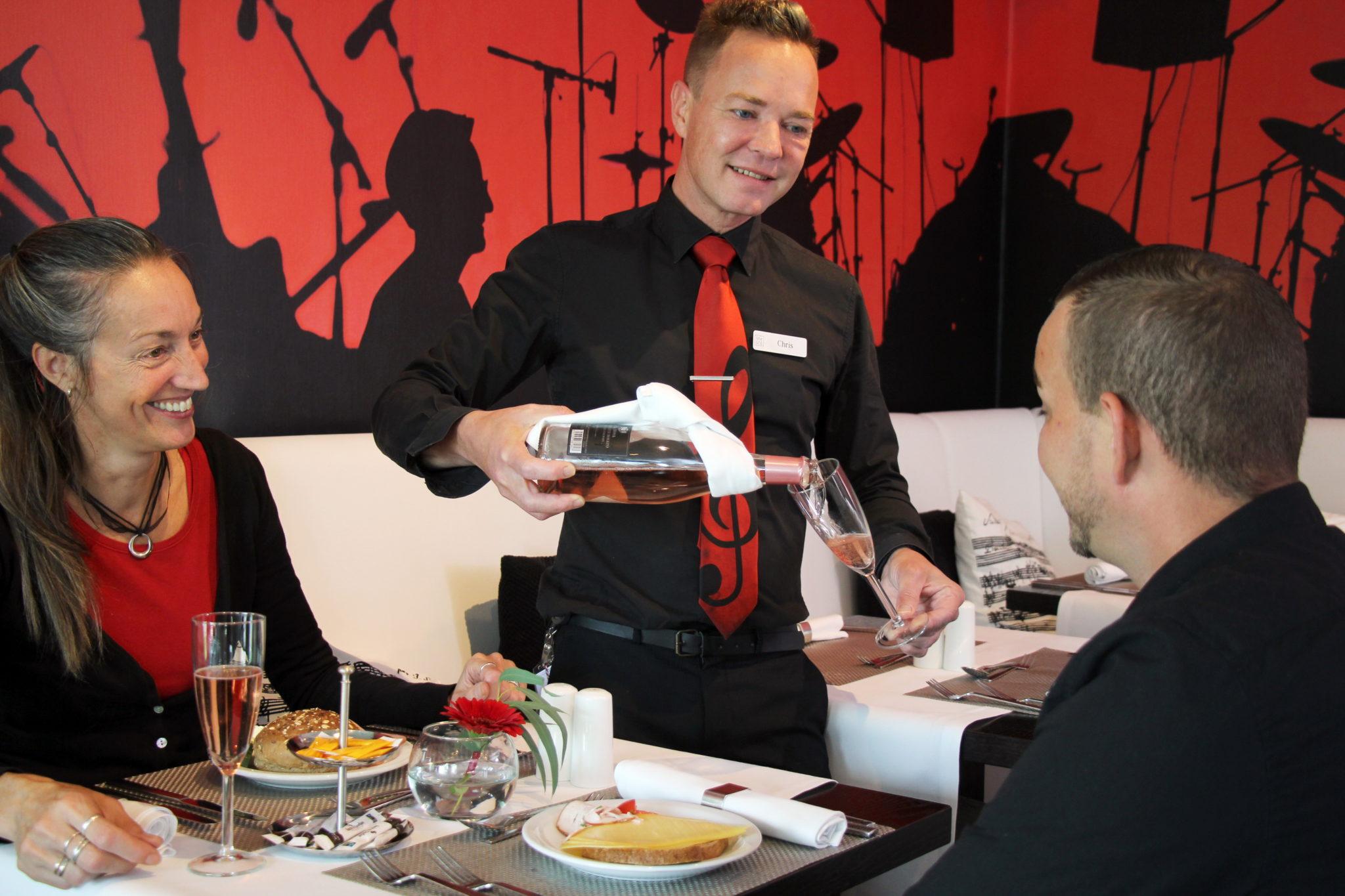 ontbijten bij restaurant swing hampshire hotel delft centre