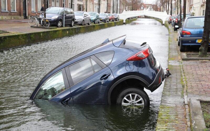 auto gracht voorstraat
