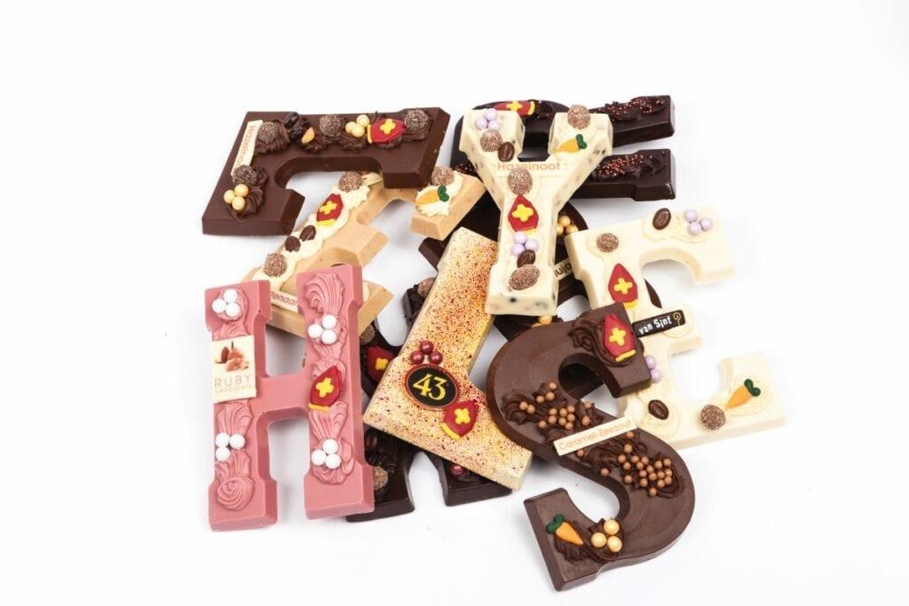 de lelie chocoladeletters