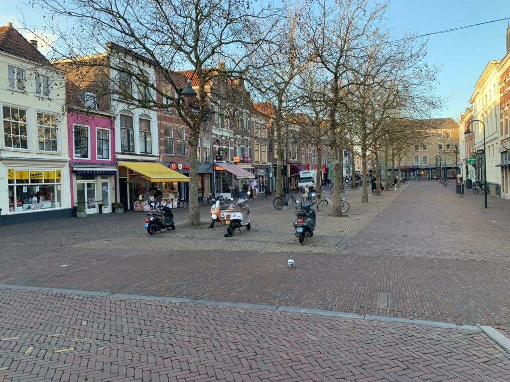 Delft winkelstraat leeg corona shoppen winkelen