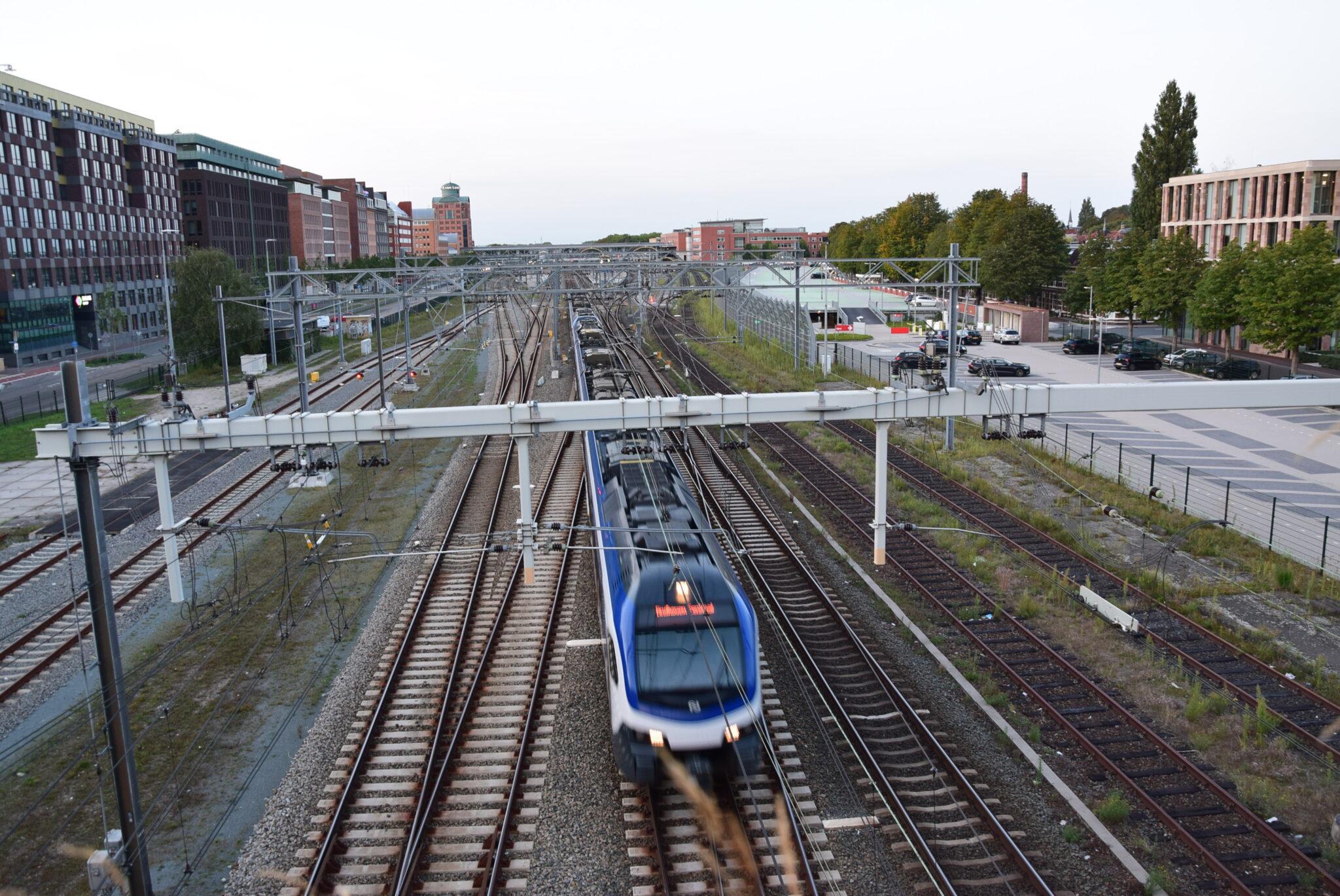 Trein op het spoor in Den Bosch