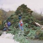 Vreugdevuur Haringkade bij clubhuis De Keet in de jaren'90. Foto Haagse Kerstbomenjacht