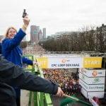 Burgemeester Pauline Krikke aan de start van de halve marathon. CPC 2018