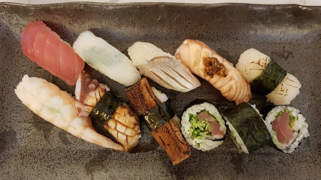 Deze afbeelding heeft een leeg alt-attribuut; de bestandsnaam is sushi-morikawa-1024x576.jpg