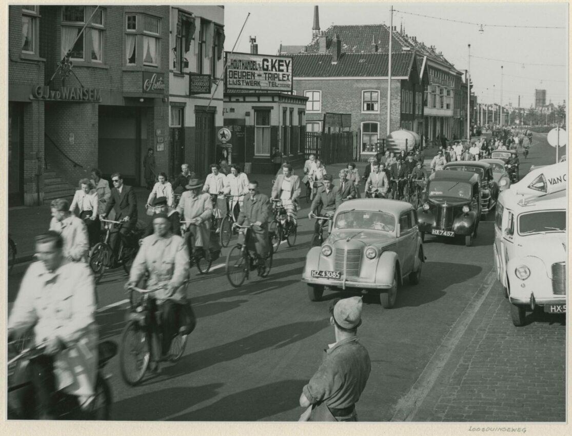 1952 loosduinseweg, gezien vanaf de Regentesselaan in de richting van het centrum. Links nr. 635 Collectie Haags Gemeentearchief