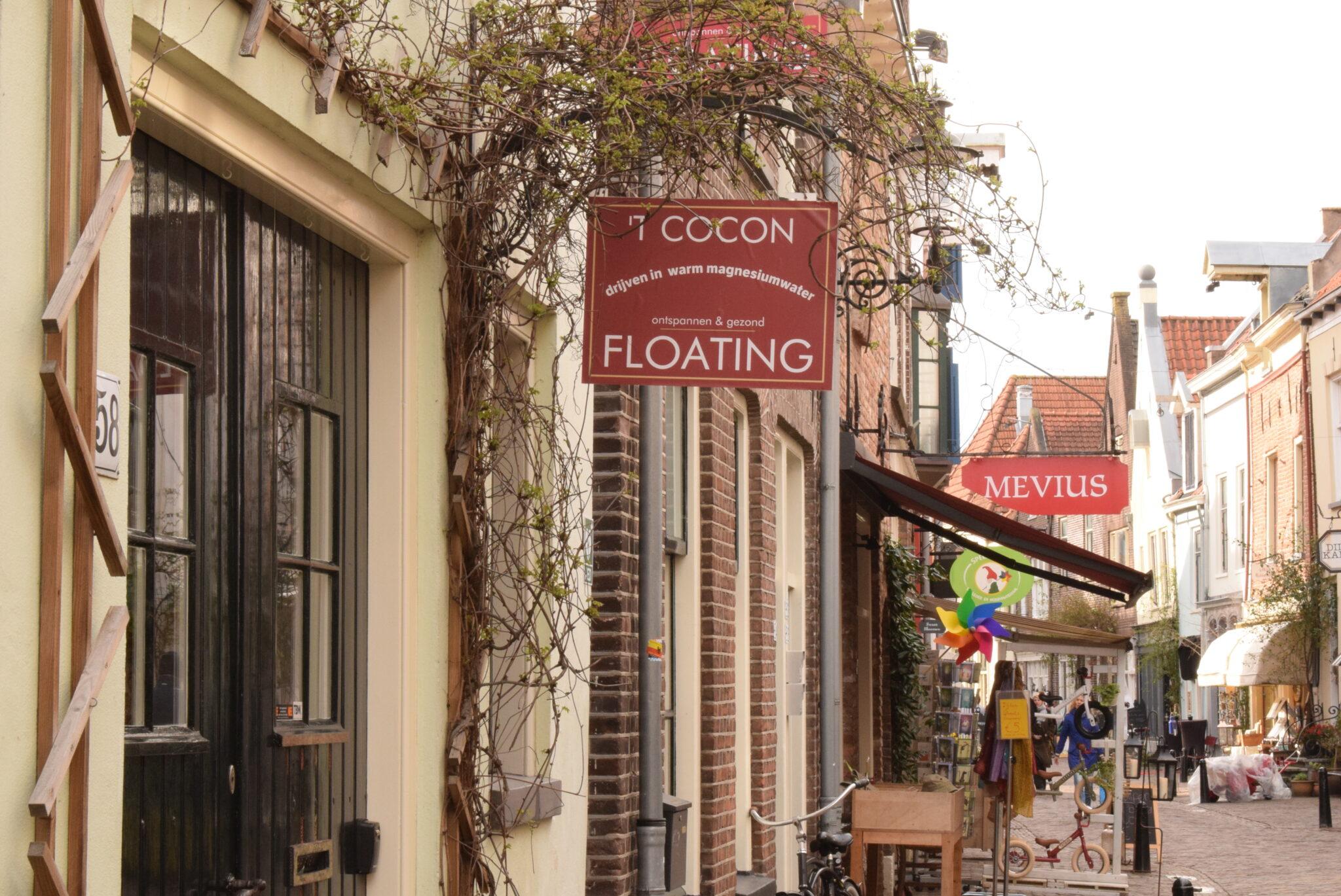 't Cocon Floating in de Walstraat