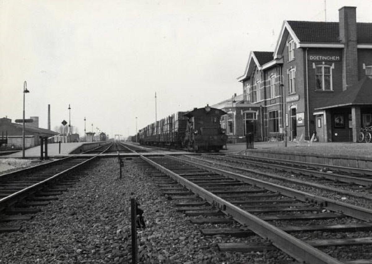 toen-in-station-4