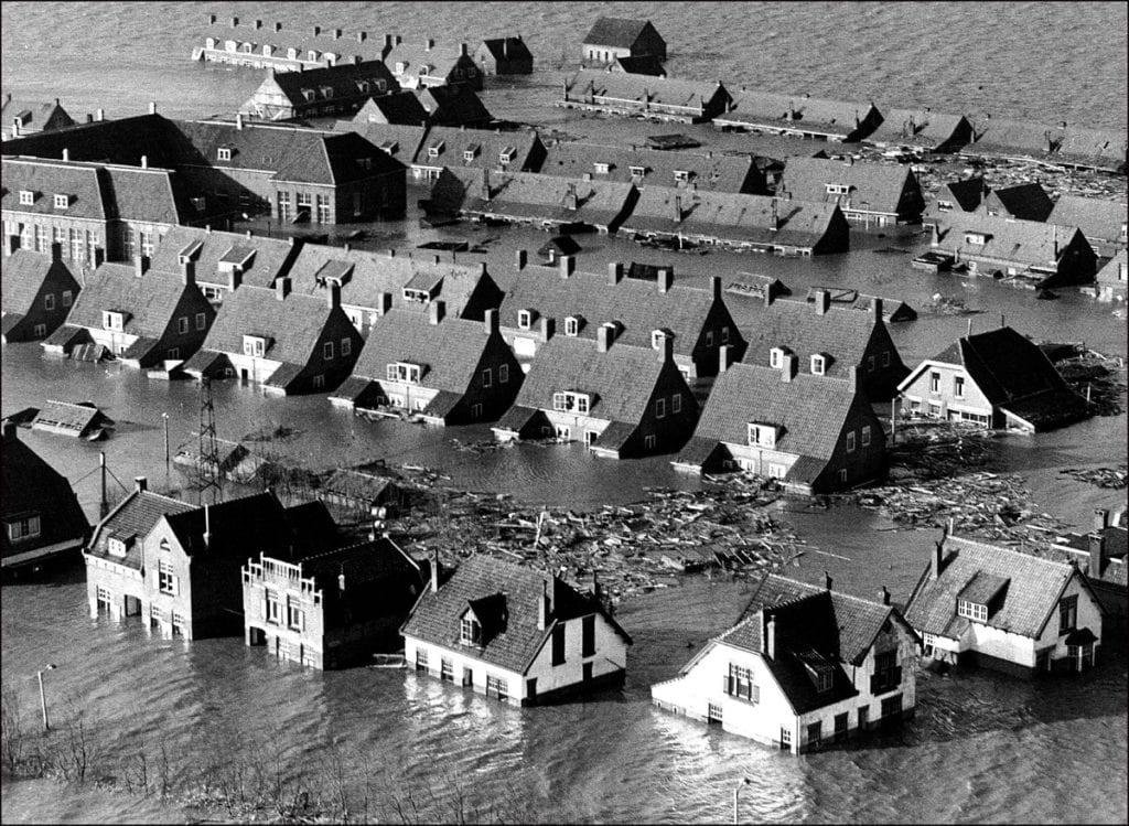 Watersnoodramp Zuid-Holland Doetinchem bood helpende hand ANP